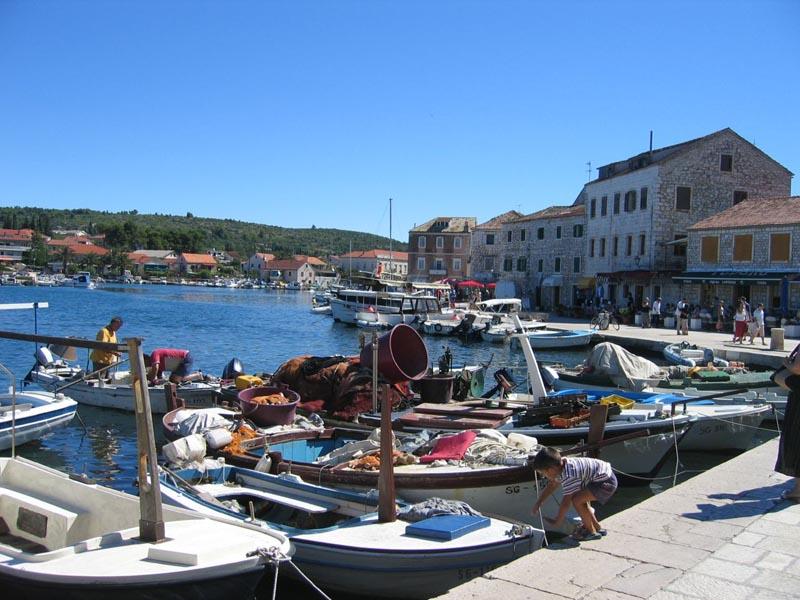 http://www.island-hvar.info/stari_grad_images/stari_grad6.jpg